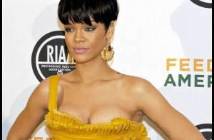 Rihanna et Shakira, un duo de beautés lookées sur tapis rouge... Très (trop ?) décolletée Rihanna !
