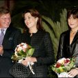 Caroline et Stéphanie de Monaco avec Ernst August de Hanovre, en octobre 2005, lors de l'inauguration du groupe hôtelier de la SBM.