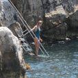 Anja Rubik se baigne à l'Hôtel du Cap-Eden-Roc. Antibes, le 21 mai 2017.