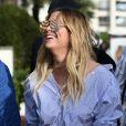 Ashley Benson se balade avec un ami dans les rues lors du 70ème Festival International du Film de Cannes, le 21 mai 2017