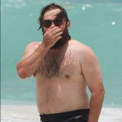 Haley Joel Osment : Bien en chair et barbu, il s'éclate avec une jolie inconnue