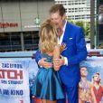 David Hasselhoff et sa compagne Hayley Roberts - Photocall de 'Baywatch' au Sony Center à Berlin, le 30 mai 2017