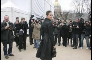 Une Marion Cotillard stricte et une Estelle Lefébure décolletée ... ont fait un véritable show au défilé Dior !