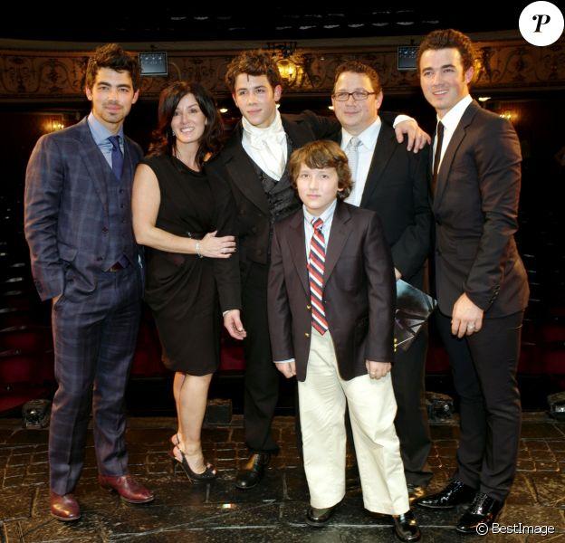 La famille Jonas au complet lors d'une présentation de film le 21 juin 2010.
