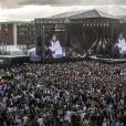 """Ariana Grande est remontée sur scène à Manchester, dimanche, moins de deux semaines après qu'une attaque contre son concert eut fait 22 morts et des dizaines de blessés. Son spectacle-bénéfice """"One Love Manchester"""" a pour but d'amasser des fonds pour les victimes de cette attaque à la bombe. Plusieurs artistes se sont ralliés à sa cause, dont Justin Bieber, Coldplay, Robbie Williams et Miley Cyrus. A Manchester le 4 juin 2017"""