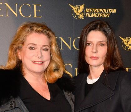 """Chiara Mastroianni, fille de Catherine Deneuve, rêvait """"d'une mère normale"""""""