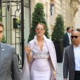 Céline Dion quitte l'hôtel Royal Monceau, à Paris le 20 juin 2017.