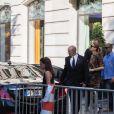 Exclusif - Céline Dion au milieu des badauds, rentre à son hôtel le Royal Monceau, après avoir quitté le centre de fitness Ken Club à Paris, France, le 19 juin 2017.