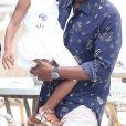 Beyonce Knowles et son mari Jay Z quittent leur yacht pour aller déjeuner à terre avec leur fille Blue Ivy dans les Iles de Lerins le 16 septembre 2015.