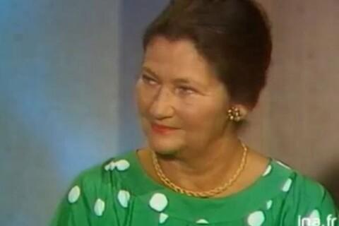 """Simone Veil : Le jour où la regrettée ministre se """"lâchait"""" face à Dechavanne..."""