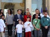"""Brigitte Macron séduit en veste rouge : """"Vous me semblez bien belle !"""""""