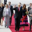 Le président Donald Trump et sa femme Melania arrivent à l'aéroport de Hambourg accueillis par Olaf Scholz à bord de Air Force One, le 6 juillet 2017 pour assister au G20. © Future-Image via ZUMA Press/Bestimage