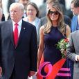Le président Donald Trump et sa femme Melania arrivent à l'aéroport de Hambourg accueillis par Olaf Scholz à bord de Air Force One, le 6 juillet 2017 pour assister au G20.