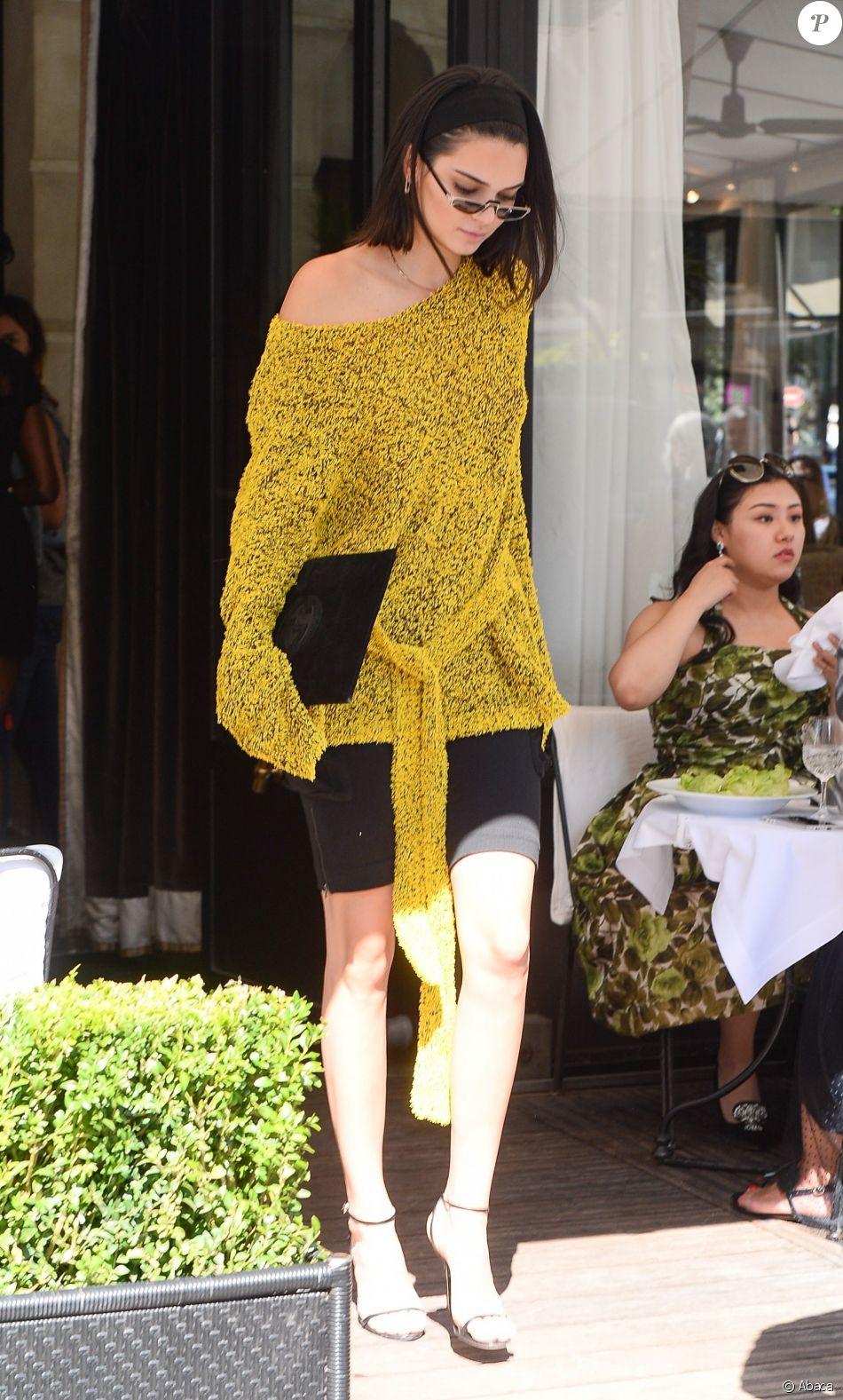 cd5956533631db Kendall Jenner quitte le restaurant L'Avenue, habillée d'un pull ...