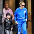 Céline Dion (vêtue d'un pull et d'un jogging Off-White™, tenant un sac Christian Dior et chaussée de baskets oversize Alexander McQueen) et ses enfants Eddy et Nelson sortent de l'hôtel Royal Monceau à Paris. Le 27 juin 2017.