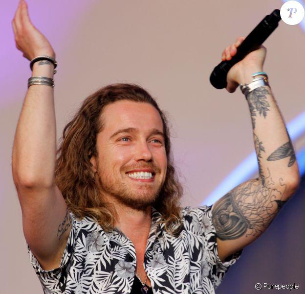 Julien Doré en concert au Fnac Live, Hôtel de Ville de Paris, le 8 juillet 2017.