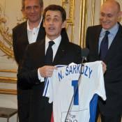 Nicolas Sarkozy a une belle chemise... de nuit ! C'est Carlita qui va être contente !