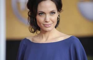 Angelina Jolie est le portrait craché de sa maman Marcheline, au même âge ! Regardez !