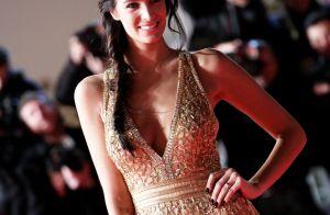 Jade Lagardère toute nue sous sa robe en crochet : La bombe se dévoile...
