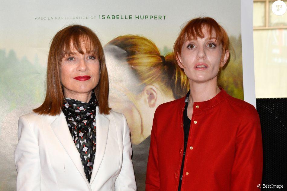 """Isabelle Huppert et Lolita Chammah à l'avant-première du film """"Barrage"""" au cinéma MK2 Odéon à Paris, le 29 juin 2017. © Guirec Coadic/Bestimage"""