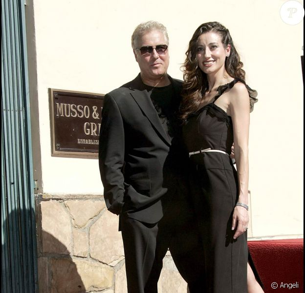 William Petersen récompensé sur Hollywood Boulevard, avec sa femme Gina