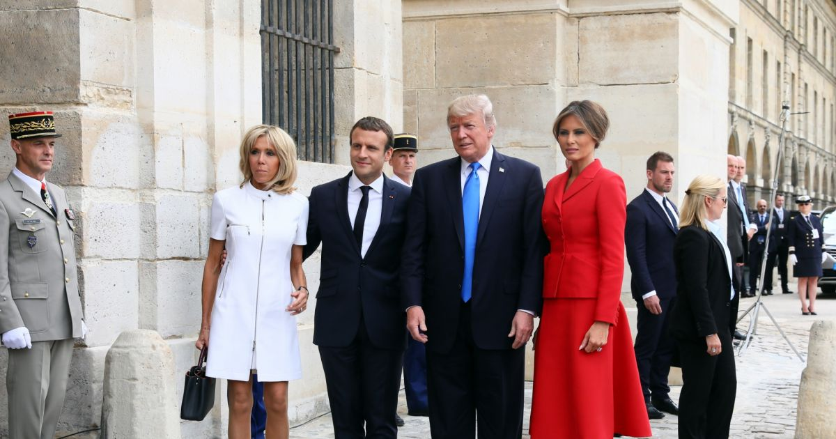 emmanuel macron et sa femme brigitte macron et donald trump et sa femme melania trump aux. Black Bedroom Furniture Sets. Home Design Ideas