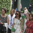Pippa Middleton et Carole Middleton à Wimbledon le 16 juillet 2017 pour la finale entre Roger Federer, ami de la famille, et Marin Cilic.