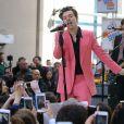 Harry Styles lors d'un concert en plein air pendant une émission télévisée du matin à New York, le 9 mai 2017.