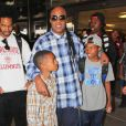 Stevie Wonder et ses fils Mandla et Kailand à l'aéroport de Los Angeles, le 19 mai 2014