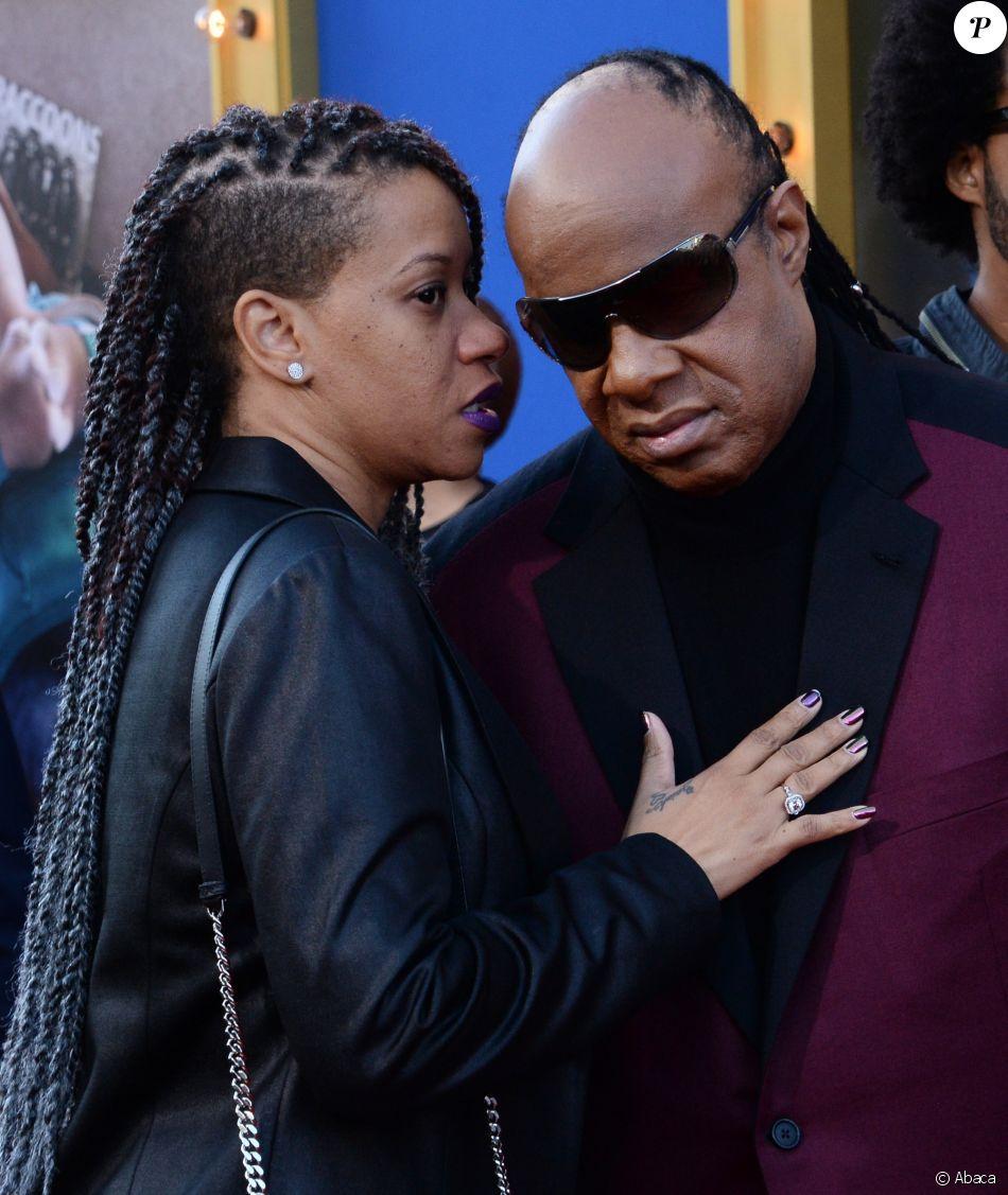 """Stevie Wonder et Tomeeka Robyn Bracy à la première du film d'animation """"Sing"""" au Microsoft Theater à Los Angeles le 3 décembre 2016"""