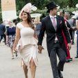 """Kelly Brook et son fiancé Jeremy Parisi lors de la 5e journée des courses hippiques """"Royal Ascot"""" à Ascot, Royaume, le 24 juin 2017."""