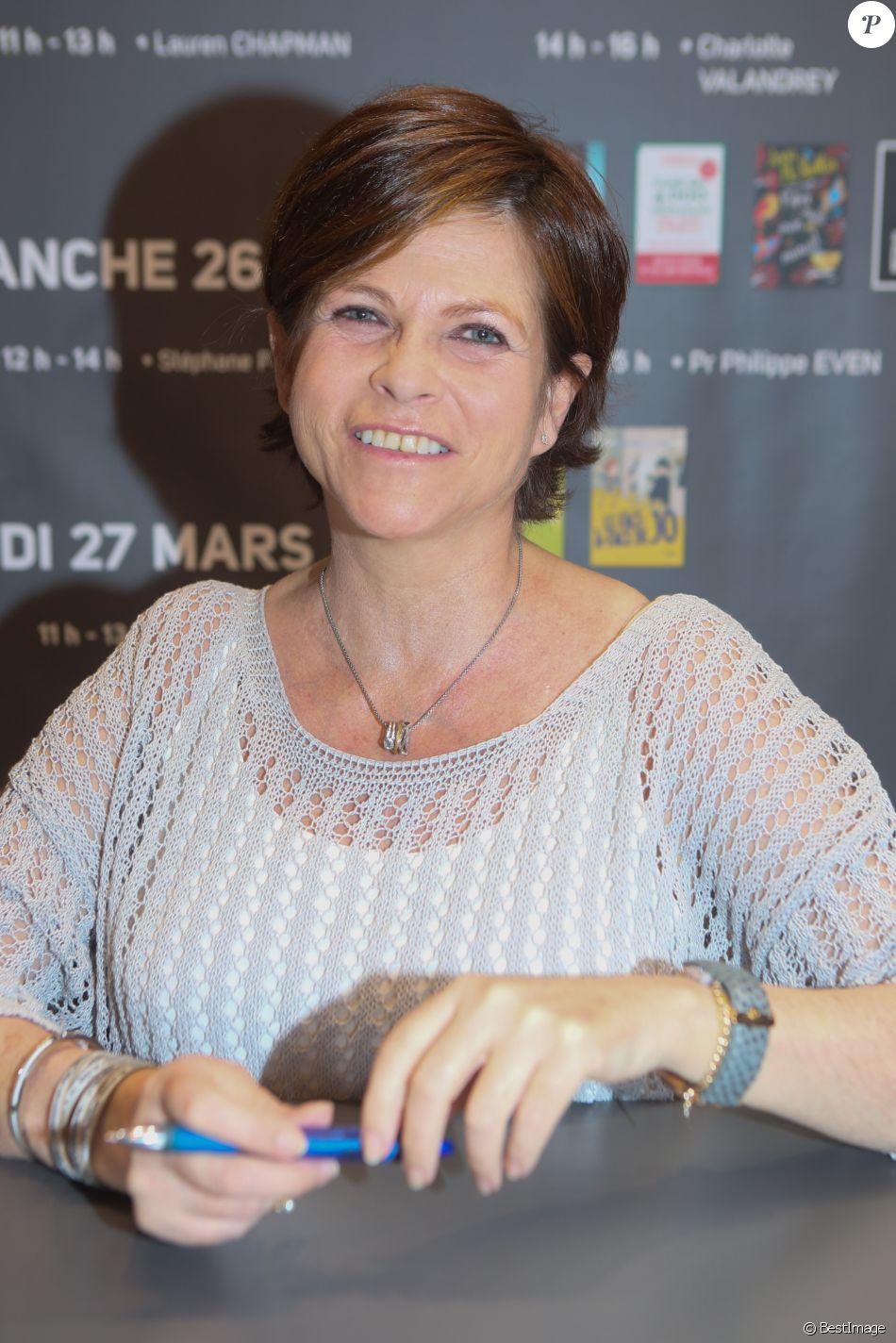 Charlotte valandrey au 37 me salon du livre la porte de for Salon du x porte de versailles