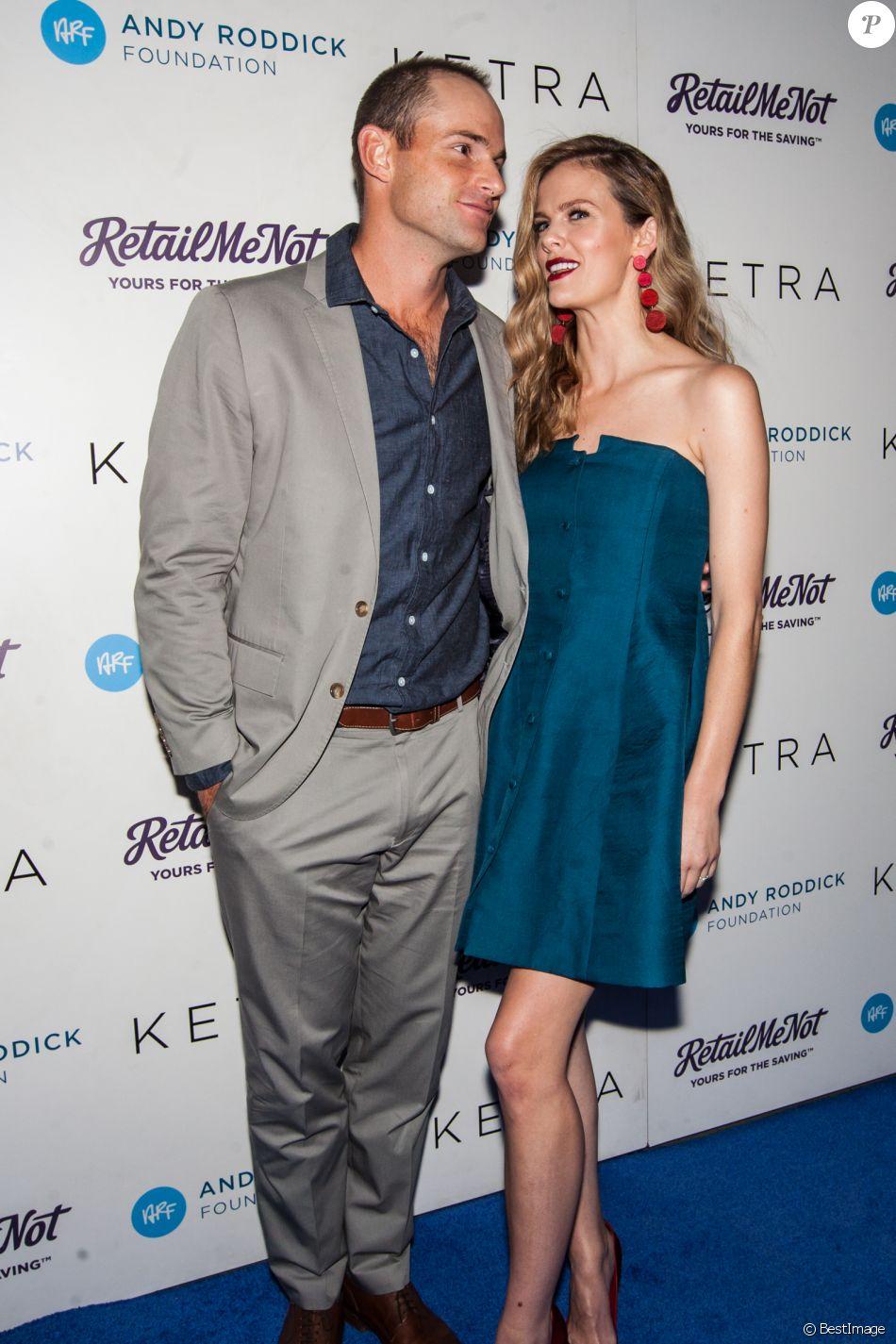 Andy Roddick avec sa femme Brooklyn Decker à la 11ème soirée caritative Andy Roddick à Austin au Texas, le 18 novembre 2016 © Michael Mullenix via Zuma/Bestimage