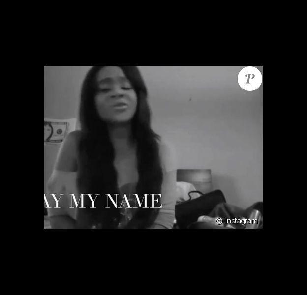 """Bobbi Kristina Brown chantant """"Someone Like You"""" d'Adele, dans une vidéo publiée sur les réseaux sociaux le jour du deuxième anniversaire de sa mort, le 26 juillet 2017"""
