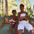 Cristiano Ronaldo et son fils Cristiano Jr. avec les jumeaux, photo Instagram du 4 juillet 2017.