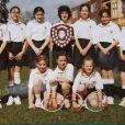 Kate Middleton (debout, 3e en partant de la gauche), ancienne photo de classe de ses années à St Andrews (1985-1995).