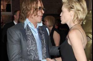 Regardez Mickey Rourke flirter avec Sharon Stone, lors de la soirée des pré-Bafta !