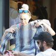 Miley Cyrus fait du shopping avec son compagnon Liam Hemsworth à Malibu le 21 août 2016.