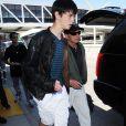 """""""Michael Douglas et sa femme Catherine Zeta-Jones arrivent à l'aéroport de Los Angeles avec leurs enfants Dylan et Carys, le 16 août 2015."""""""