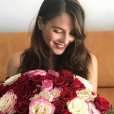""" Andrea Duro, lucky girl avec son bouquet de roses le 22 juillet 2017. Cadeau de Chicharito ? Photo Instagram. """