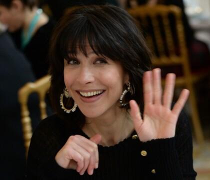 """Sophie Marceau : Ses vacances à Paris, elle """"kiffe"""" grave !"""