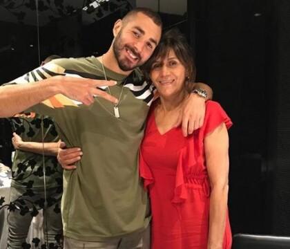 """Karim Benzema attendrissant pour l'anniversaire de sa maman """"d'amour"""""""