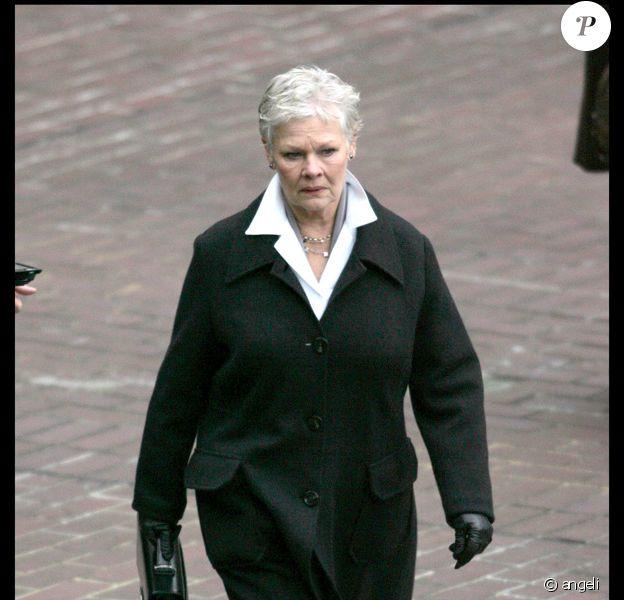 Judi Dench sur le tournage du nouveau James Bond