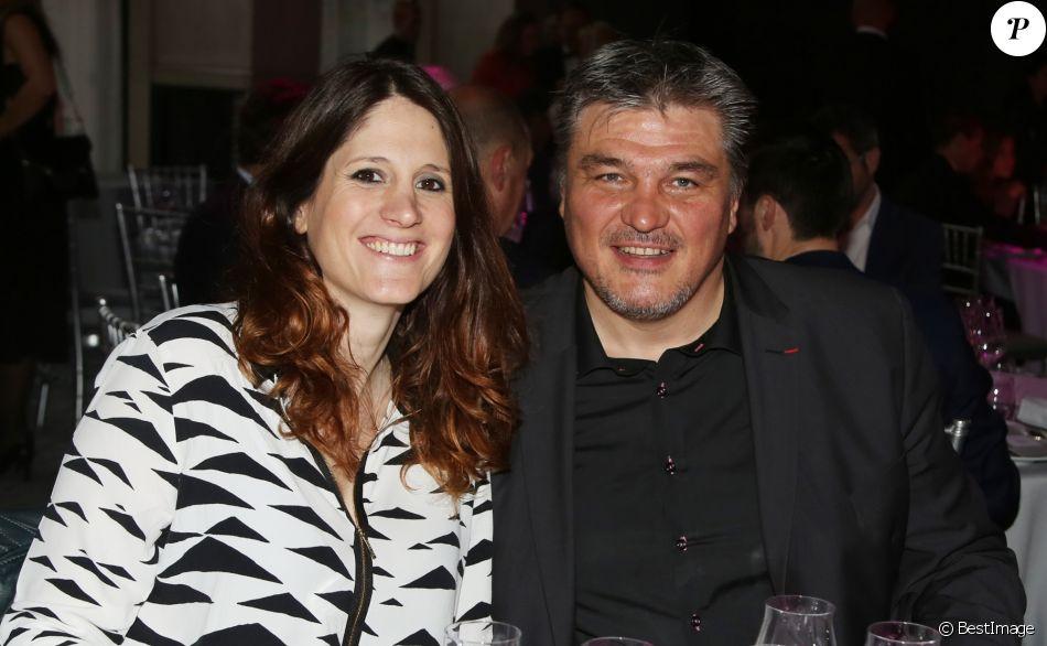 """Exclusif - David Douillet et sa compagne Vanessa Carrara (enceinte) à la 1ère édition des """"Plumes d'Or du Vin et de la Gastronomie"""" au Pavillon Vendôme à Paris."""