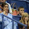 Victoria Beckham et son fils Romeo Beckham assistent au match Madison Keys contre Elise Mertens à l'US Open 2017. New York, le 29 août 2017.