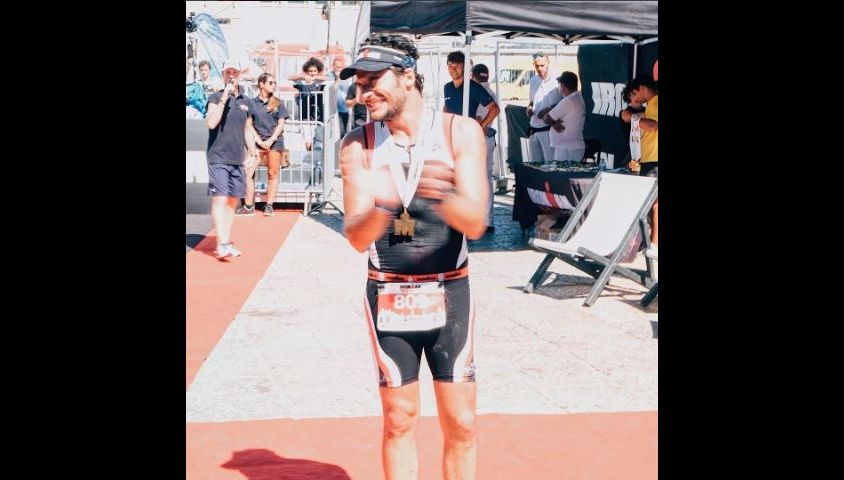 Amir lors de l'épreuve finale de son triathlon à Cascais, au Portugal. Le 3 septembre 2017