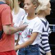 Exclusif - Natty Belmondo et sa fille Stella se promènent dans les rues de New York. Elles sont allées faire du shopping chez Abercrombie, Valentino et Zara sur la 5ème Avenue. Le 25 août 2017