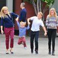 Exclusif - Reese Witherspoon, ses enfants Deacon et Ava, son mari Jim Toth et leur fils Tennessee se rendent à l'église à Santa Monica, le 15 novembre 2015.
