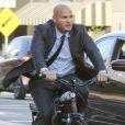 Exclusif - Stephen Belafonte se promène en vélo électrique après une journée passée au tribunal dans le procès qui l'oppose a son ex femme Mel B à West Hollywood le 8 septembre 2017.