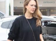 Jessica Alba enceinte : Style décontracté et rétro pour une journée en famille